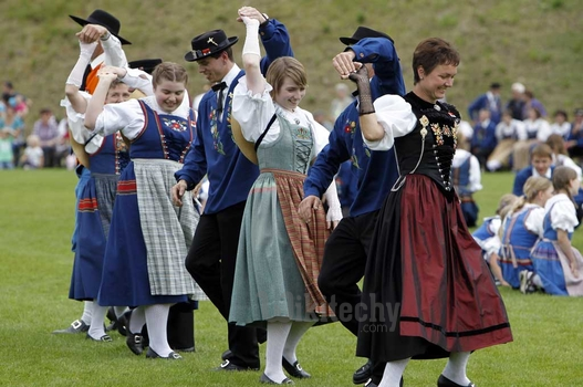 traditional swiss clothing